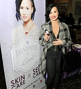 Demi Lovato at KIIS FM's Jingle Ball 2014 Powered by LINE [Gifting Lounge] - December 5