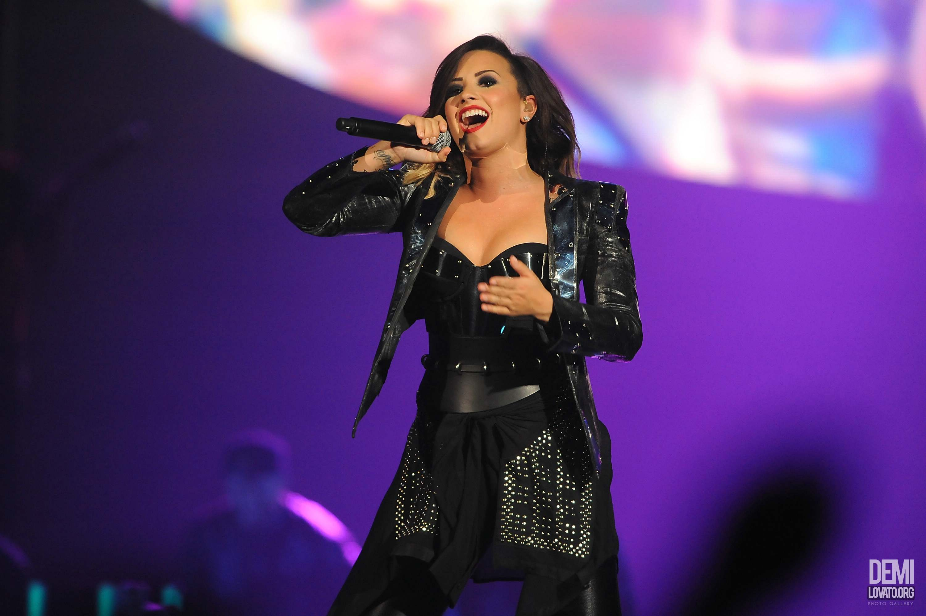 Demi Lovato Performs at Baltimore, Maryland (September 6, 2014)