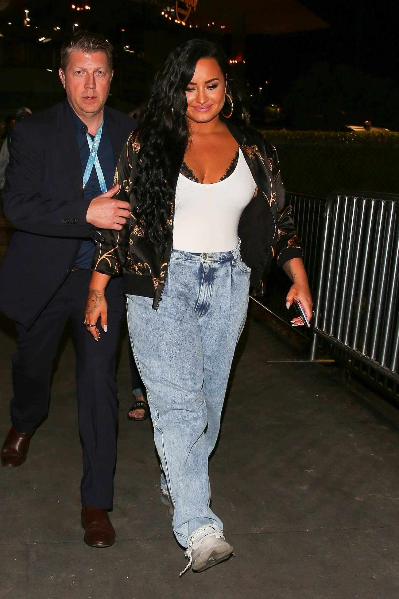 Demi_Lovato_-_After_her_performance_at_the_Super_Bowl_in_Miami2C_FL__02022020-05.jpg