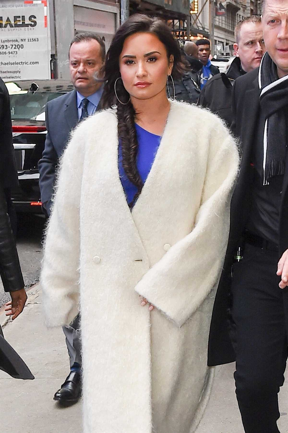 http://demigallery.com/albums/userpics/10001/Demi_Lovato_-_Arrives_to_Good_Morning_America_in_NYC_on_January_24-03.jpg