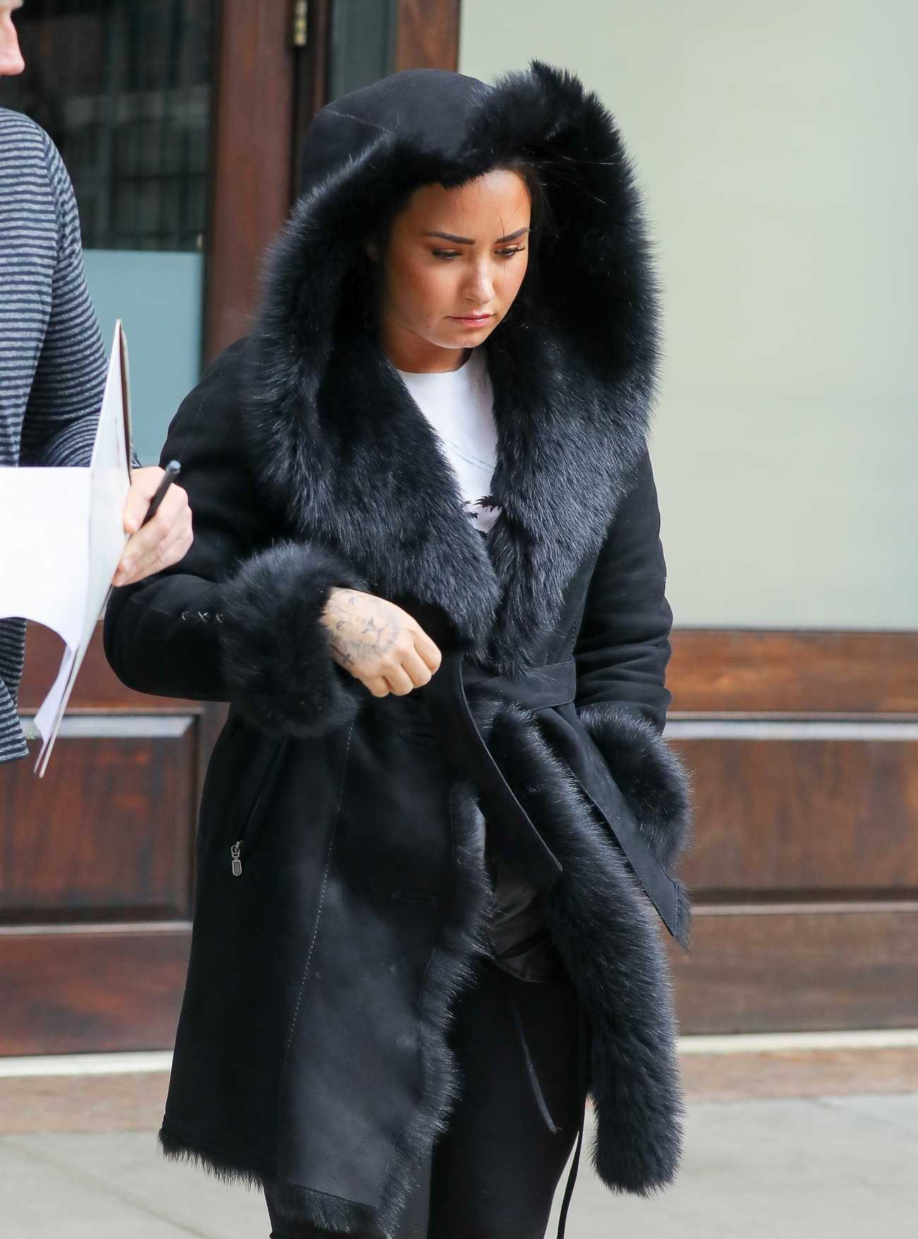 http://demigallery.com/albums/userpics/10001/Demi_Lovato_-_Leaving_her_hotel_in_NYC_on_March_152C_2018-02.jpg