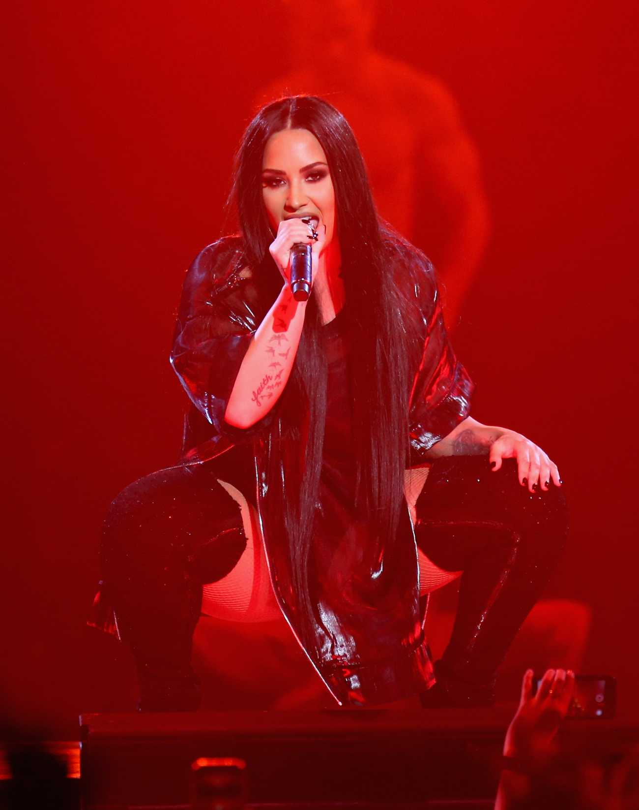 http://demigallery.com/albums/userpics/10001/Demi_Lovato_-_Tell_Me_You_Love_Me_Tour_at_MGM_Grand_Garden_Arena_in_Las_Vegas2C_NV_-_March_32C_2018-05.jpg