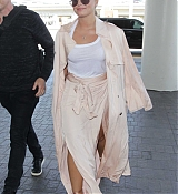 At_LAX_Airport_in_Los_Angeles_-_May_16-05.jpg