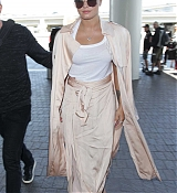 At_LAX_Airport_in_Los_Angeles_-_May_16-08.jpg