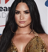 Demi_Lovato_-_102_7_KIIS_FM_s_Jingle_Ball_2017_on_December_1-07.jpg