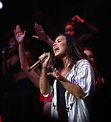 Demi_Lovato_-_2017_Billboard_Hot_100_Festival_at_Jones_Beach_Theater_in_Wantagh2C_NY_on_August_19-14.jpg