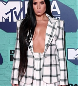 Demi_Lovato_-_24th_MTV_Europe_Music_Awards_in_London_on_November_12-04.jpg