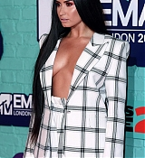 Demi_Lovato_-_24th_MTV_Europe_Music_Awards_in_London_on_November_12-21.jpg