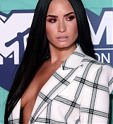 Demi_Lovato_-_24th_MTV_Europe_Music_Awards_in_London_on_November_12-25.jpg