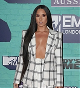 Demi_Lovato_-_24th_MTV_Europe_Music_Awards_in_London_on_November_12-26.jpg