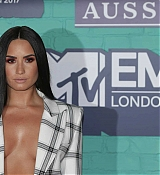 Demi_Lovato_-_24th_MTV_Europe_Music_Awards_in_London_on_November_12-29.jpg