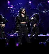 Demi_Lovato_-_American_Airlines_AAdvantage_Mastercard_cardmembers_on_January_242C_2018-02.jpg