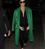 Demi_Lovato_-_Arrives_to_LAX_in_Los_Angeles_on_Feb_5-14.jpg