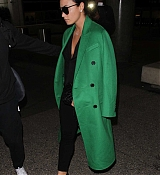 Demi_Lovato_-_Arrives_to_LAX_in_Los_Angeles_on_Feb_5-15.jpg