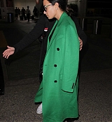 Demi_Lovato_-_Arrives_to_LAX_in_Los_Angeles_on_Feb_5-17.jpg