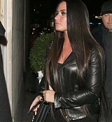 Demi_Lovato_-_Arriving_at_Wembley_Stadium_In_London2C_UK_on_November_14-04.jpg