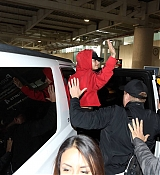 Demi_Lovato_-_Arriving_in_Mexico_City_on_November_9-07.jpg