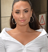 Demi_Lovato_-_At_BBC_Radio_1_Studios_in_London_on_September_27-15.jpg