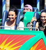 Demi_Lovato_-_At_Disneyland_in_Anaheim2C_CA_on_September_10-06.jpg