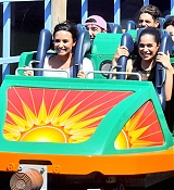Demi_Lovato_-_At_Disneyland_in_Anaheim2C_CA_on_September_10-07.jpg