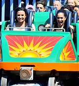 Demi_Lovato_-_At_Disneyland_in_Anaheim2C_CA_on_September_10-09.jpg
