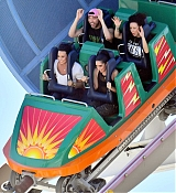 Demi_Lovato_-_At_Disneyland_in_Anaheim2C_CA_on_September_10-22.jpg
