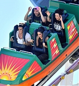 Demi_Lovato_-_At_Disneyland_in_Anaheim2C_CA_on_September_10-28.jpg