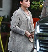 Demi_Lovato_-_At_Fred_Segal_s_after_Christmas_Shopping_on_December_20-02.jpg