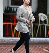 Demi_Lovato_-_At_Fred_Segal_s_after_Christmas_Shopping_on_December_20-03.jpg