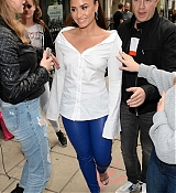 Demi_Lovato_-_At_Kiss_FM_Studios_in_London_on_September_27-03.jpg