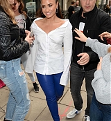 Demi_Lovato_-_At_Kiss_FM_Studios_in_London_on_September_27-04.jpg