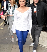 Demi_Lovato_-_At_Kiss_FM_Studios_in_London_on_September_27-06.jpg