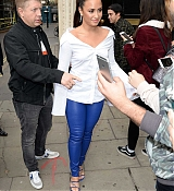 Demi_Lovato_-_At_Kiss_FM_Studios_in_London_on_September_27-08.jpg