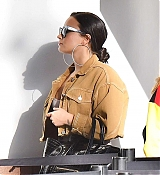 Demi_Lovato_-_At_LAX_airport_on_January_222C_2018-05.jpg