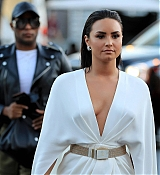 Demi_Lovato_-_At_Mayweather_VS_Mcgregor_fight_in_Las_Vegas_on_August_26-01.jpg