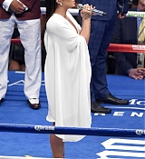 Demi_Lovato_-_At_Mayweather_VS_Mcgregor_fight_in_Las_Vegas_on_August_26-09.jpg