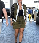 Demi_Lovato_-_At_the_LAX_airport_in_Los_Angeles_on_June_17-01.jpg