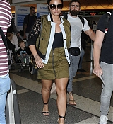 Demi_Lovato_-_At_the_LAX_airport_in_Los_Angeles_on_June_17-02.jpg