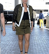 Demi_Lovato_-_At_the_LAX_airport_in_Los_Angeles_on_June_17-04.jpg