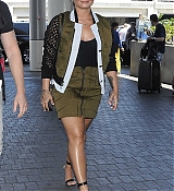Demi_Lovato_-_At_the_LAX_airport_in_Los_Angeles_on_June_17-05.jpg
