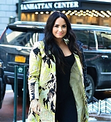 Demi_Lovato_-_At_the_SiriusXm_studios_in_New_York_City_-_March_222C_2018-03.jpg