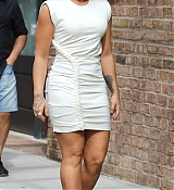 Demi_Lovato_-_In_Manhattan_s_Tribeca_neighborhood_in_NYC_on_October_5-03.jpg