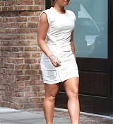Demi_Lovato_-_In_Manhattan_s_Tribeca_neighborhood_in_NYC_on_October_5-07.jpg