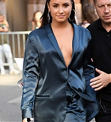 Demi_Lovato_-_Leaving_Z100_Radio_Station_Studios_in_NYC_on_August_17-01.jpg