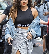 Demi_Lovato_-_Leaving_her_hotel_in_New_York_City2C_NY_on_August_19-01.jpg