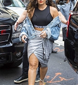 Demi_Lovato_-_Leaving_her_hotel_in_New_York_City2C_NY_on_August_19-03.jpg