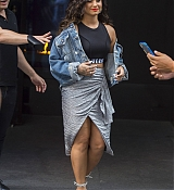 Demi_Lovato_-_Leaving_her_hotel_in_New_York_City2C_NY_on_August_19-04.jpg