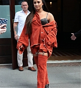 Demi_Lovato_-_Leaving_her_hotel_in_New_York_on_October_7-05.jpg