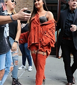 Demi_Lovato_-_Leaving_her_hotel_in_New_York_on_October_7-07.jpg