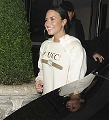 Demi_Lovato_-_Outside_her_hotel_in_London2C_UK_on_November_12-02.jpg